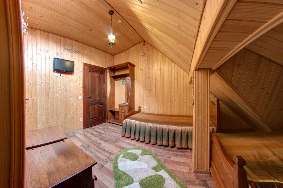 Standard triple room attic milli jon for Mansard room